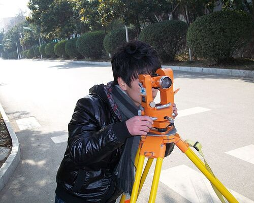 surveyor-surveying-land-job